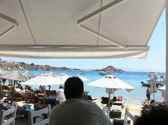Avli Tou Thodori: vista della spiaggia dal locale