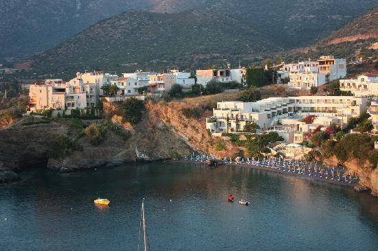 Villa Vasilis: Вид из отеля на бухту