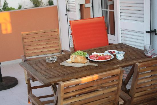 Villa Vasilis: Терраса. Завтрак.