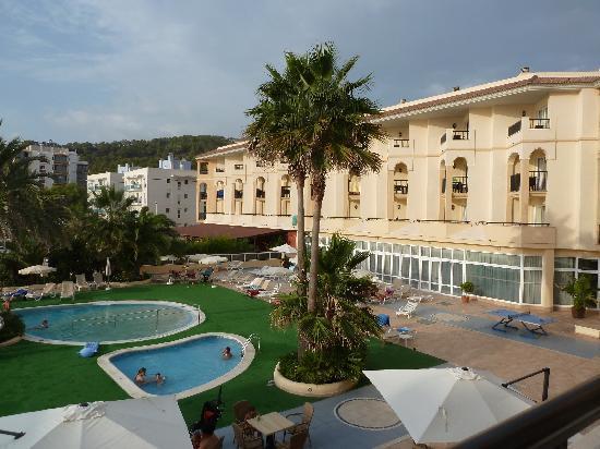 Blau Park Aparthotel: hotel y piscina