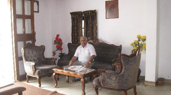 Hotel Park Avenue: the friendly owner, Mr Shajahan, in the colonial reception