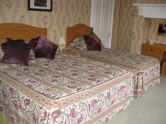 The Roseate Villa Bath: Rooms...dated decor
