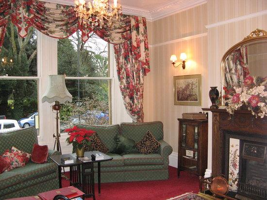 The Roseate Villa Bath: Common room