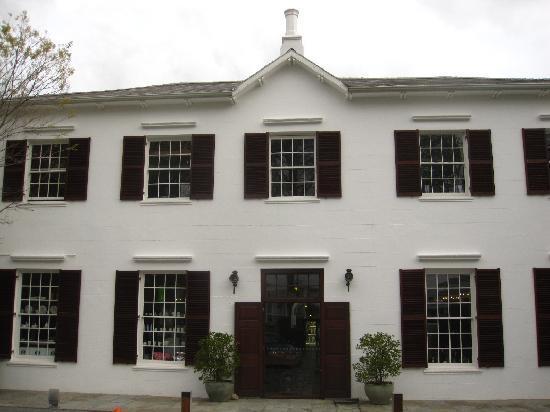 โรงแรมไวน์ยาร์ดแอนด์สปา: front view the 200 year old entrance