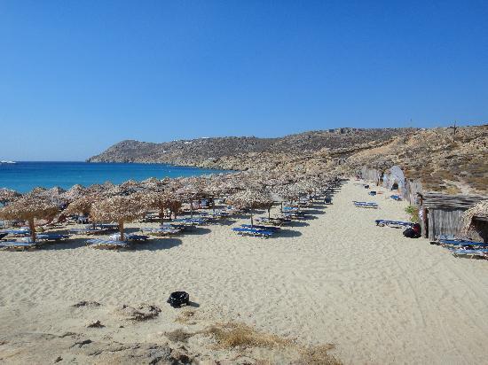 Elia Beach: とても綺麗なビーチです。