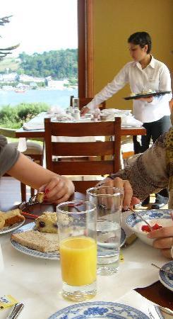 Hotel Cumbres Puerto Varas: Desayuno con vista al Lago Llanquihue