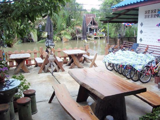 Tinothai: 水辺