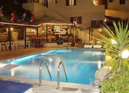 "Villa Rena Apartments : ""Night Pool"""