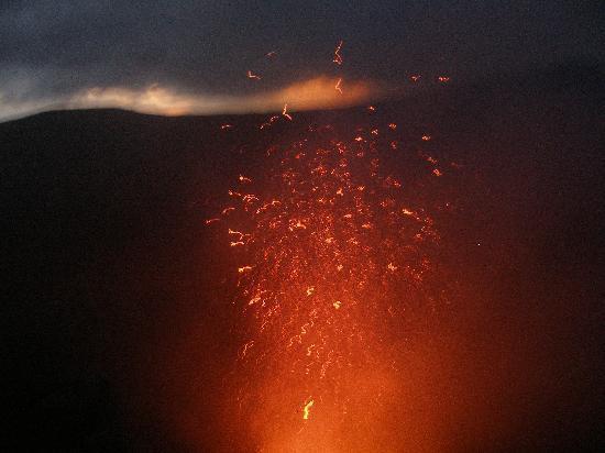 Mount Yasur: fireworks 2