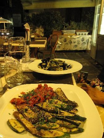 Ristorante Ruccio: Grilled vegetables & Pasta with mussels