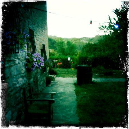 La Tavola Marche Agriturismo & Cooking School: La Tavloa Marche dusk before dinner