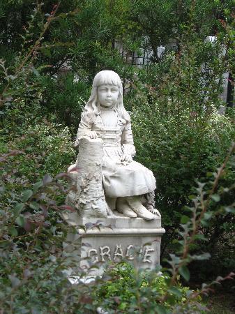 "Bonaventure Cemetery: ""Little Gracie"""