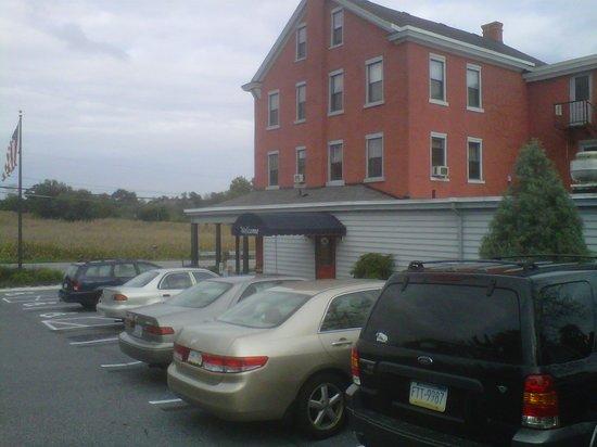Blue Bird Inn: Exterior