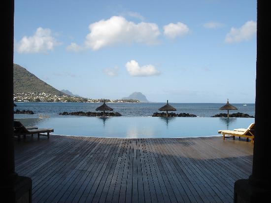 Sands Suites Resort & Spa: Infinity pool