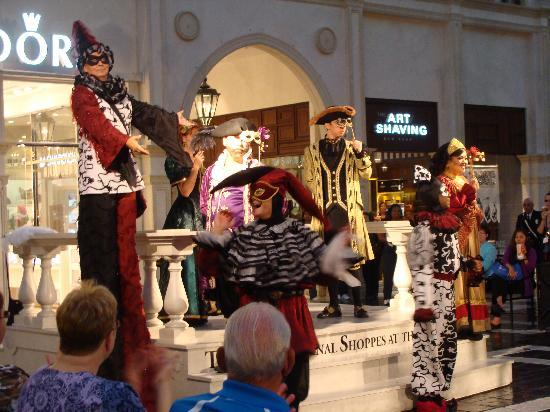 """โรงแรมเวเนเชียน รีสอร์ท คาสิโน: """"Street"""" entertainers, Grand Canal Shoppes at the Venetian"""