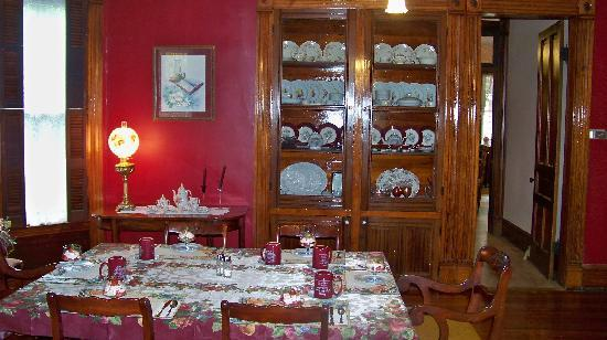 Eagle Hill Manor Bed & Breakfast: Dining room