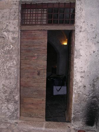 โรงแรม เซกตานติโอ เล กรอตเต เดลลา ซิวิตา: Doorway to our room