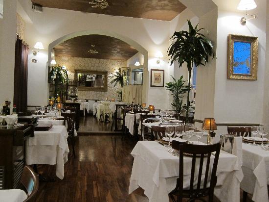 Ristorante Santa Marta: We dined early at this delightful establishment!