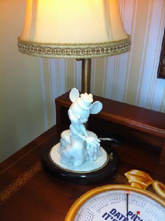 Disney's BoardWalk Inn: Minnie lamp
