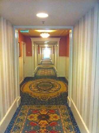 Disney's BoardWalk Inn: lovely hallway