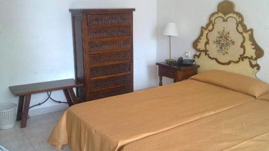 Mont-Rosa Hotel: Hasienda-style bedroom