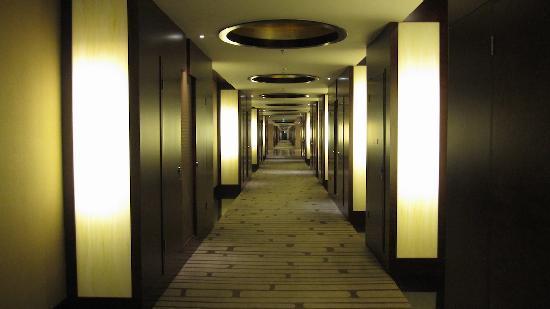 ฮิลตั้น ปักกิ่ง แคพพิทอล แอร์พอร์ต โฮเต็ล: Couloir des chambres ...