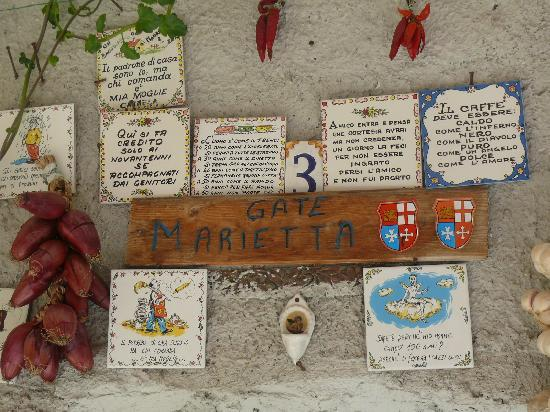 Bed and breakfast Villa Marietta: lovely signs all over