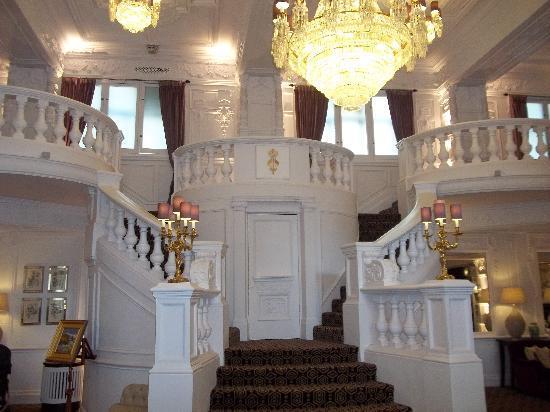 เซนท์เออร์มินส์โฮเต็ล: The lobby area