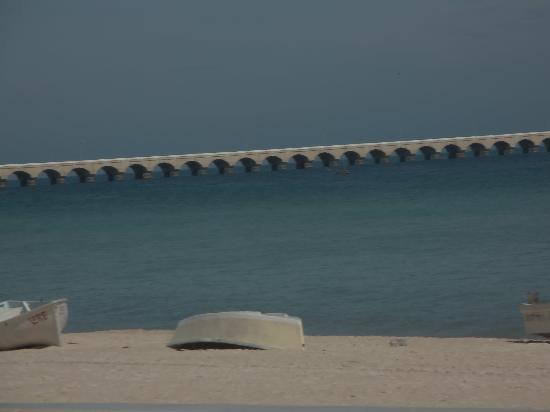 Plaza Nuevo Progresso: beach with worlds longest pier 6 miles