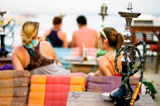 Pesona Resort : Shisha on the beacha!!