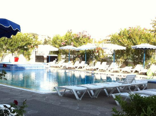 Rodos Sun: Pool view from our ground floor balcony