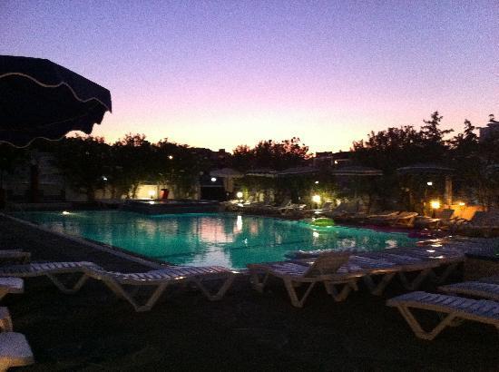 Rodos Sun: Night view of pool