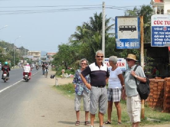 Song Cau Town, Vietnam: Busstop close to resort