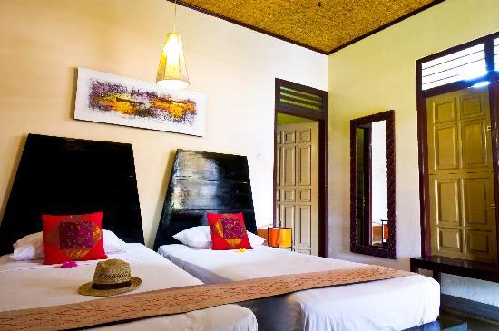 Pesona Resort : Beds in the room
