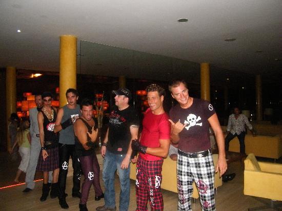 Barcelo Fuerteventura Thalasso Spa: we will rock you show