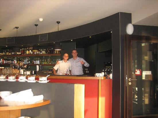 Marina Ristorante: The maitre d' and the barman at the gleaming bar