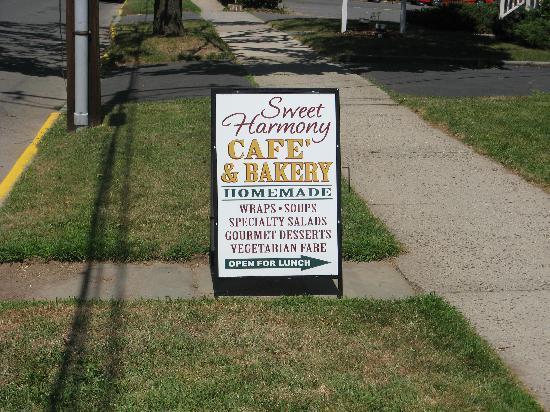 Sweet Harmony Cafe & Bakery: Sign