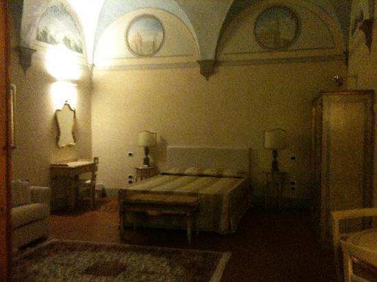 Firenze Suite: bed