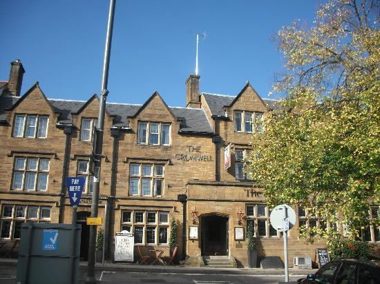 Cromwell Lodge: Front of the hotel