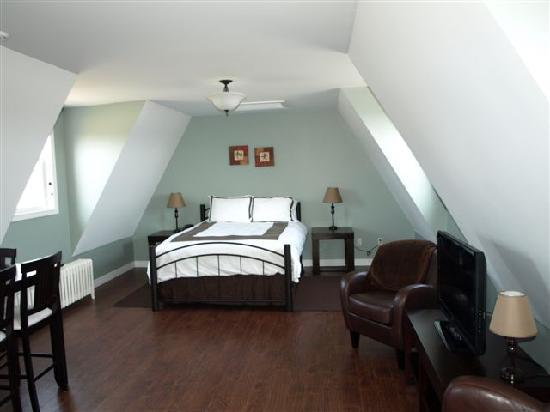 Pepperlane Manor: The Loft