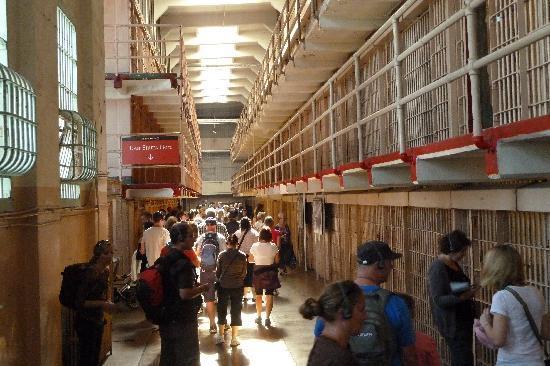 อัลคาทราซ: Cell House