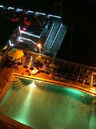 Bilmar Beach Resort: view from balcony sloppy joes & pool @nite