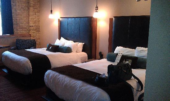 โรงแรม ดิ ไอรอน ฮอร์ส: I had two comfortable beds to choose from