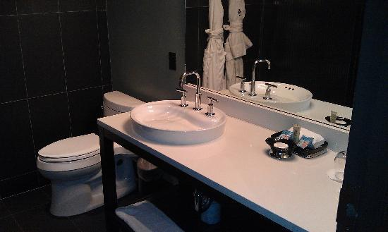 โรงแรม ดิ ไอรอน ฮอร์ส: Bathroom