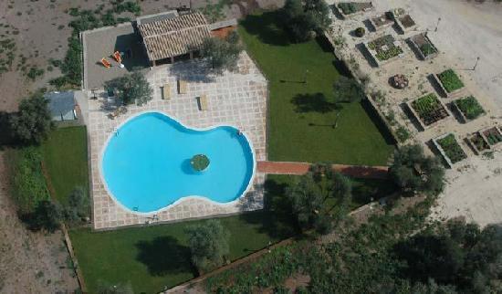 """L'Accordo: la nostra """"famosa"""" piscina"""