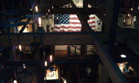 โรงแรม ดิ ไอรอน ฮอร์ส: Lobby from 2nd floor