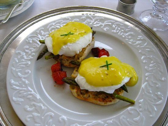 Inn at Sunrise Point: Eggs Benedict with Asparagus