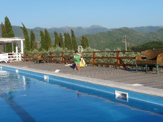 Agriturismo La Cerra: piscina con vista panoramica