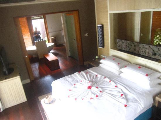 แชงกรีลาส์ วิลลิงกีลี รีสอร์ท แอนด์ สปา: Out bedroom