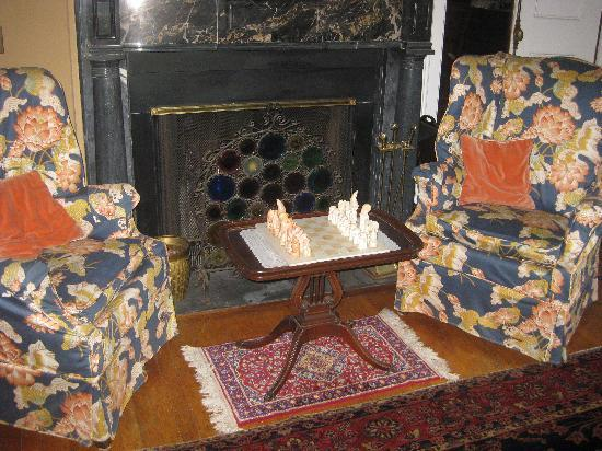 Whistler's Inn: Sitting Room